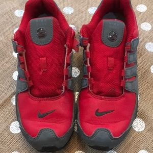 Nike Shox Boys size 3 some wear see pics. Red Gray